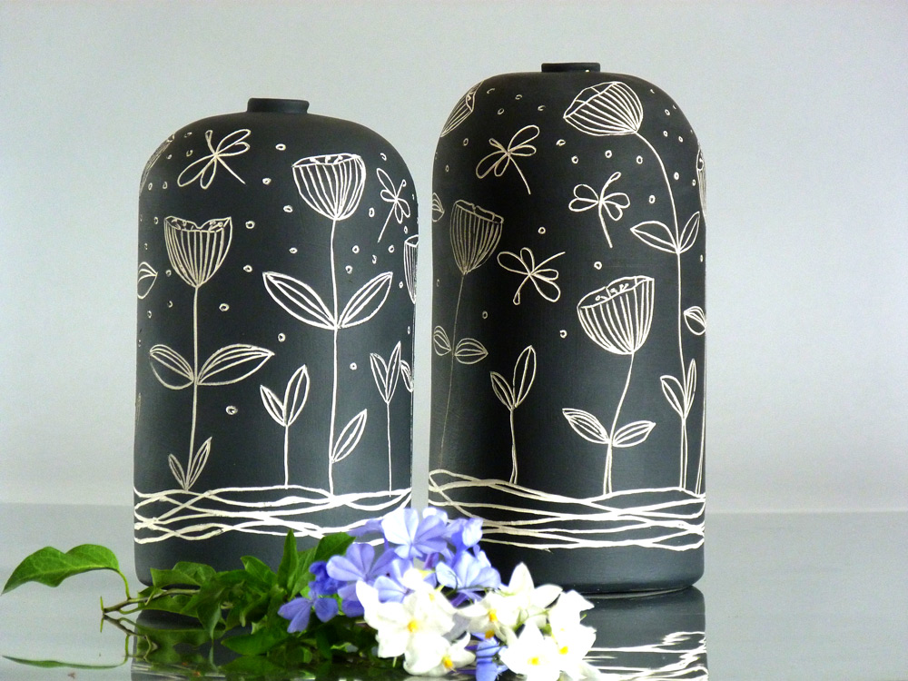 vaso di ceramica in bianco e nero