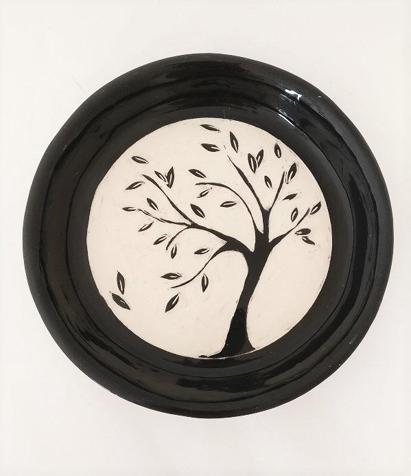 piatto tondo in ceramica artigianale con albero