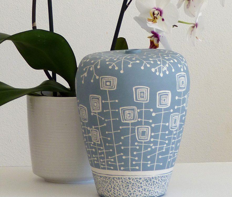 vaso in ceramica artigianale in bianco e azzurro