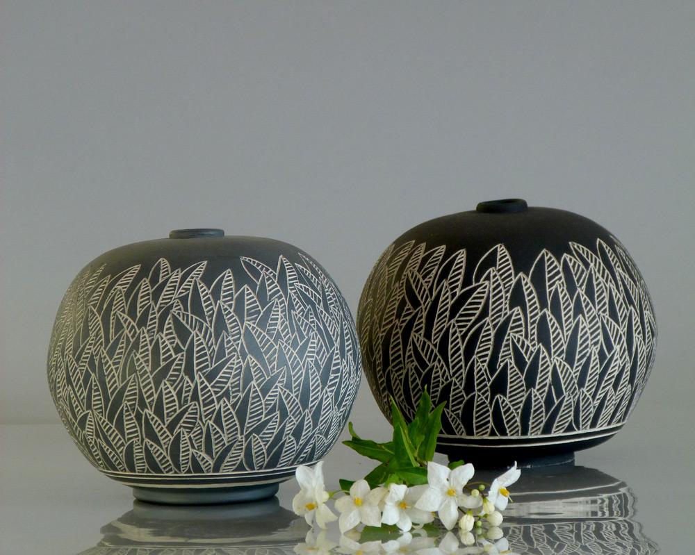 coppia di vasi a sfera design foglie