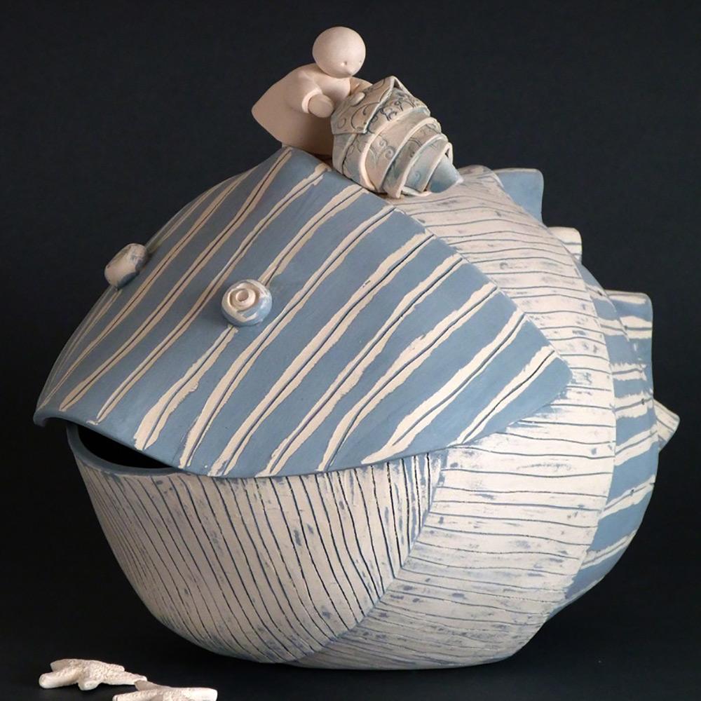 ceramica artigianale scultura pesce e bimba
