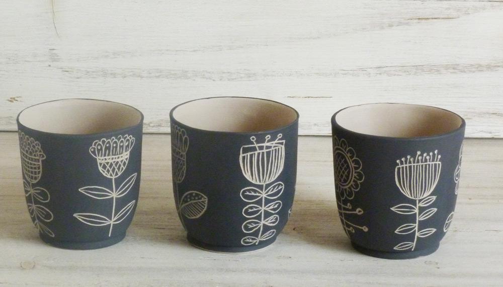 bicchieri per candela ceramica artigianale bianco e nero disegni naif