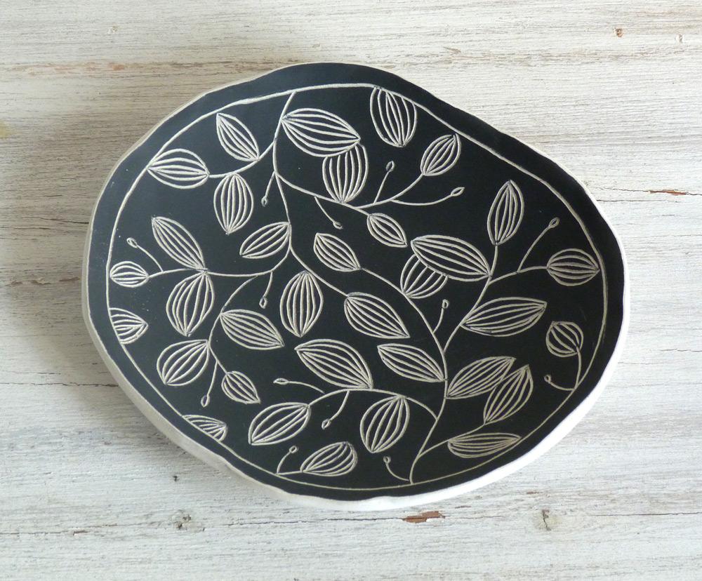 ciotola ceramica artigianale da 15 cm fantasie in bianco e nero bordo irregolare