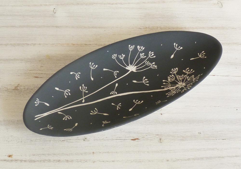 piatto in ceramica artigianale design bianco e nero fiore dandelion